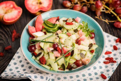 salade de concombre poire et baies de goji